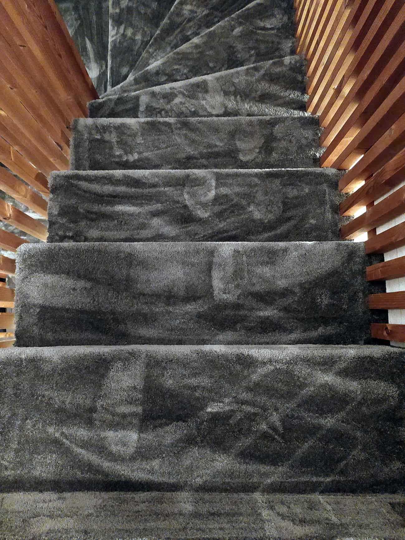 Laiptai iš antro aukšto